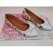 Sapatilha Branca com estampa da Minnie - Laço bico branco
