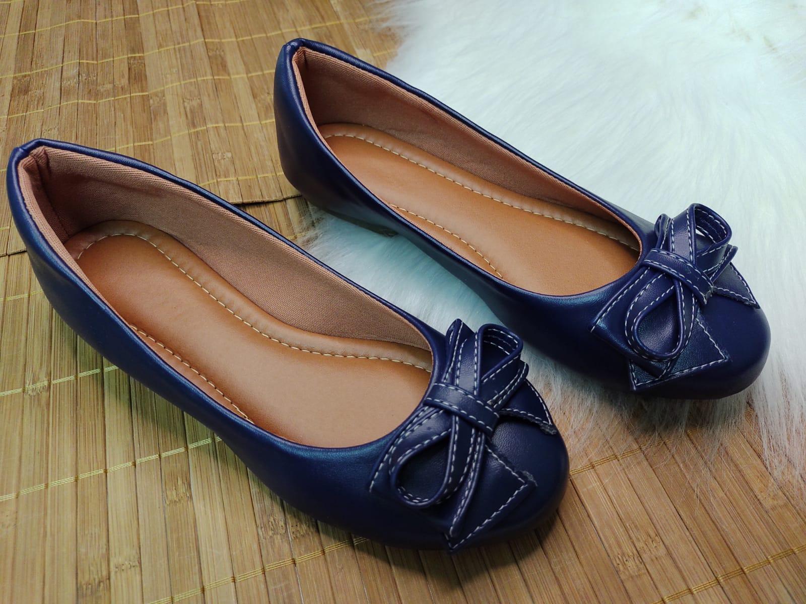 Sapatilha Palmilha Confort na Cor Azul Escuro - Com Laço do Mesmo Material.