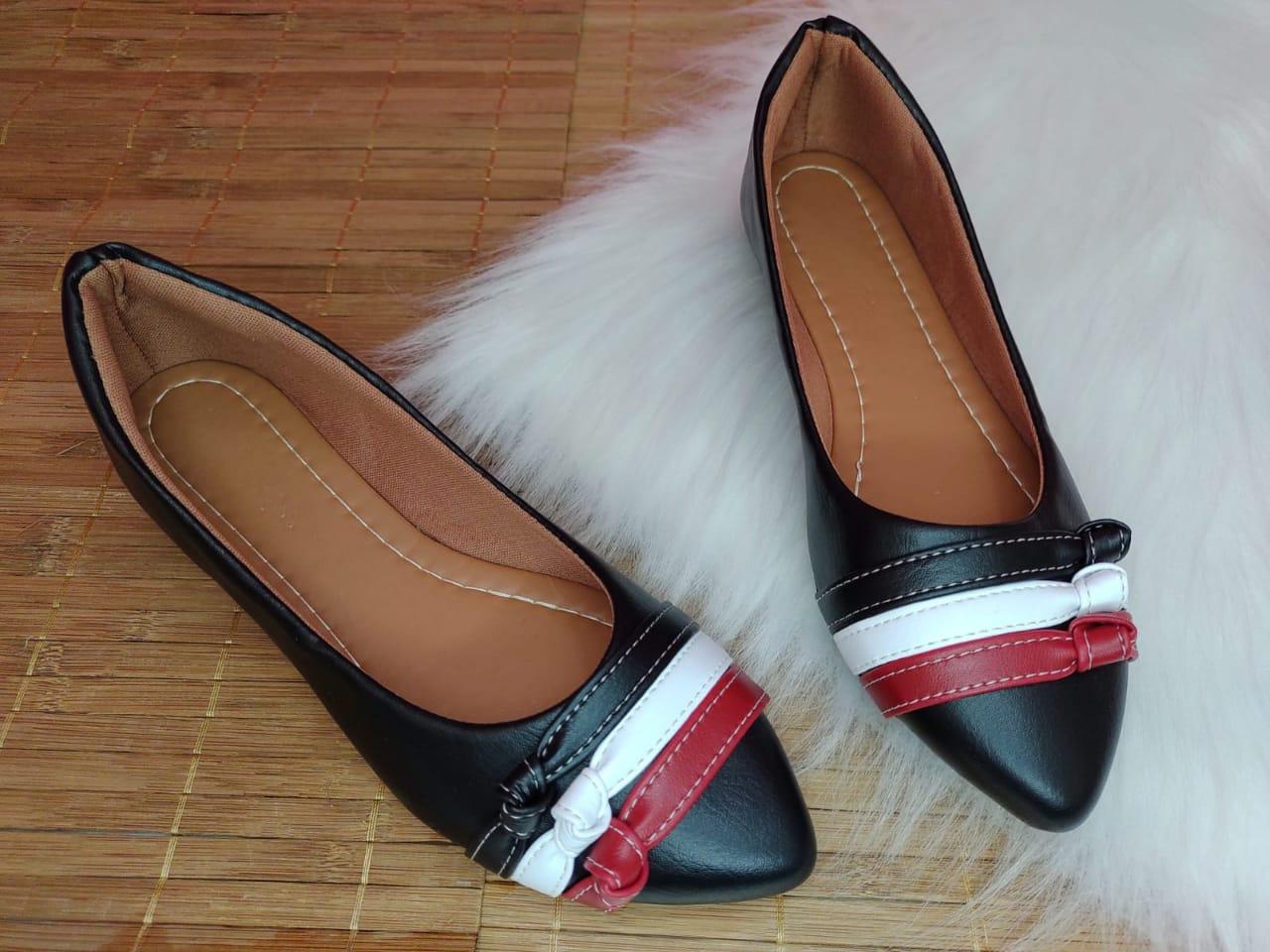 """Sapatilha Preta Fosca - Três tiras com nó cores """" preto, branco e vermelho"""""""
