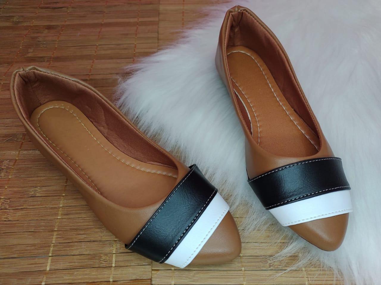 Sapatilhas Marrom - Duas Tiras cores Branca e Preta.