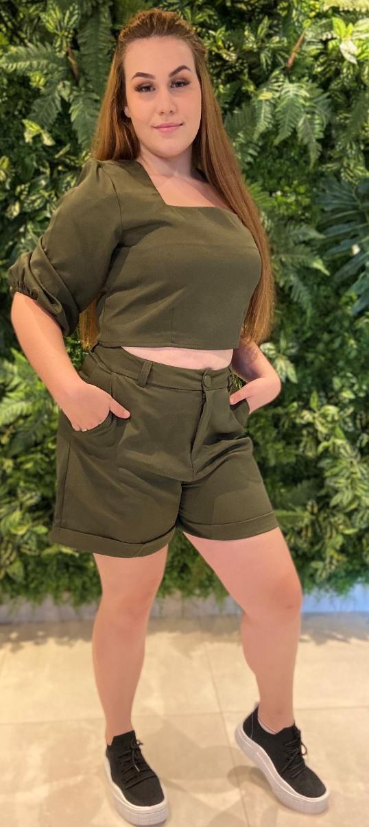 Shorts Alfaiataria Verde Militar Displicent