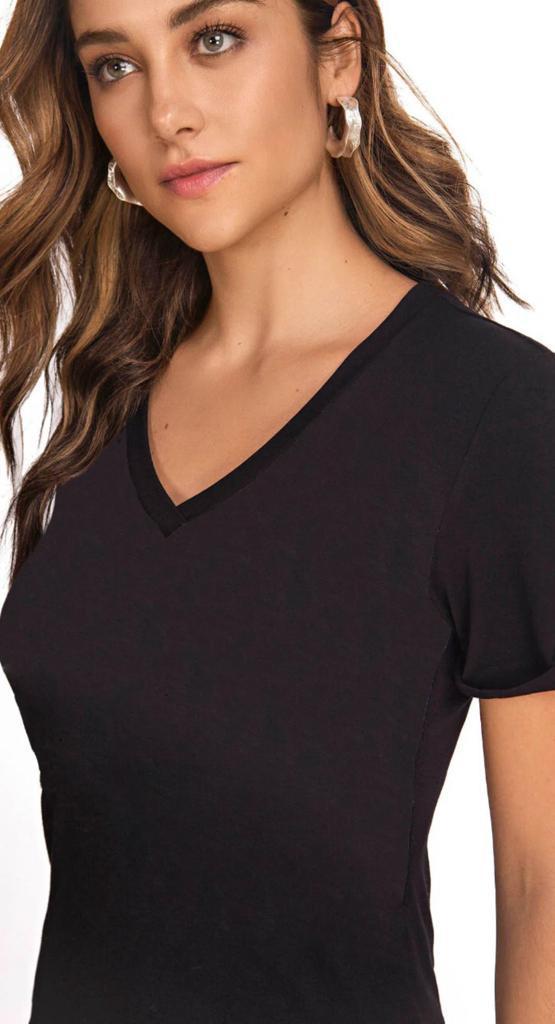 T-shirt Básica Decote V Morena Rosa