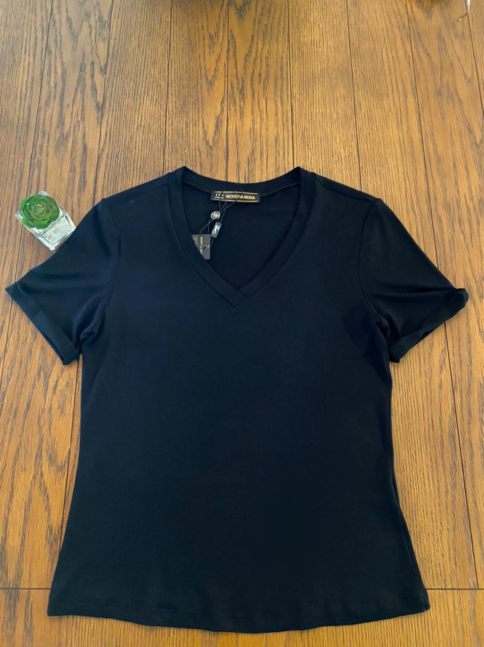 T-shirt Decote V Black Morena Rosa