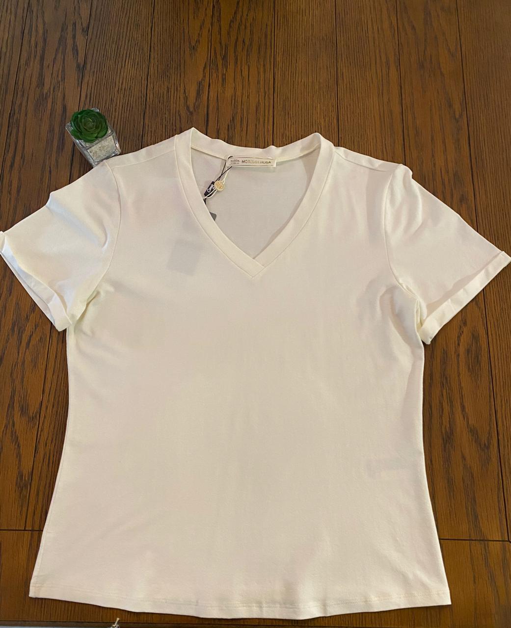 T-shirt Decote V Off White Morena Rosa