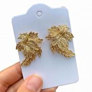 Brinco Semijoia Dourado Folhas Em Camadas Folheado A Ouro 18k