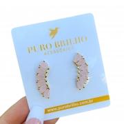 Brinco Semijoia Ear Cuff Curvado com 6 Gotas de Zircônias Rosa Claro Leitoso Folheado a Ouro 18K