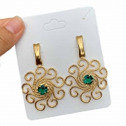 Brinco Semijoia Espiral com Zircônia Verde Folheado a Ouro 18K