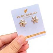 Brinco Semijoia Flor Vazada Folheado A Ouro 18k