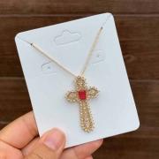 Colar Semijoia Cruz Cravejado Com Zircônias Brancas E Pedra Vermelha Folheado A Ouro 18k