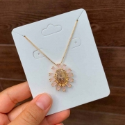 Colar Semijoia Espirito Santo Com Pedras Zircônias Rosa Folheado A Ouro 18k