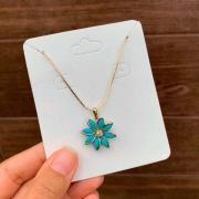 Colar Semijoia Flor Azul Leitoso Folheado A Ouro 18k