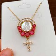 Colar Semijoia Nossa Senhora Com Pedra Vermelha Leitosa Folheado A Ouro 18k