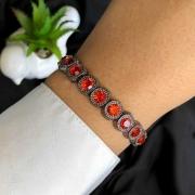 Pulseira Semijoia Com Detalhes De Pedra Cristal Vermelha Em Ródio Negro