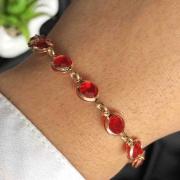 Pulseira Semijoia Com Detalhes Redondos No Vermelho Cristal Folheada A Ouro 18k