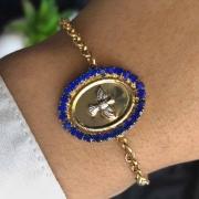 Pulseira Semijoia Com Pingente Mandala Pássaro Com Detalhes Em Cristal Azul Folheado A Ouro 18k