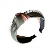 Tiara Turbante Nó Verde Musgo E Bege Com Divisão De Cores Com Aplicações Em Pérolas
