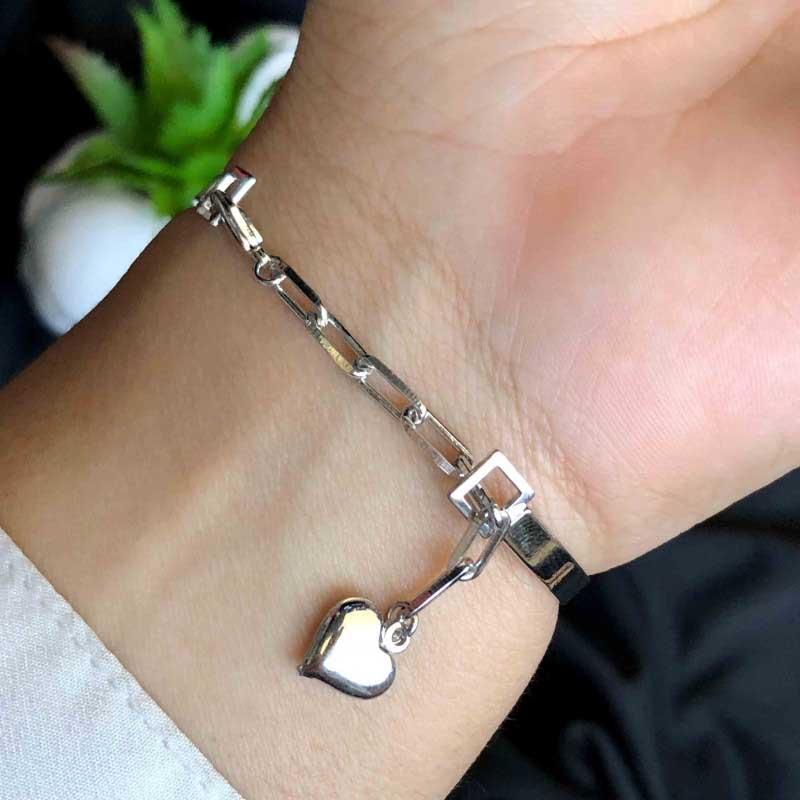 Bracelete Semijoia Com Aro Liso E Aplicações De Zircônias Coloridas Folheado A Ródio Branco