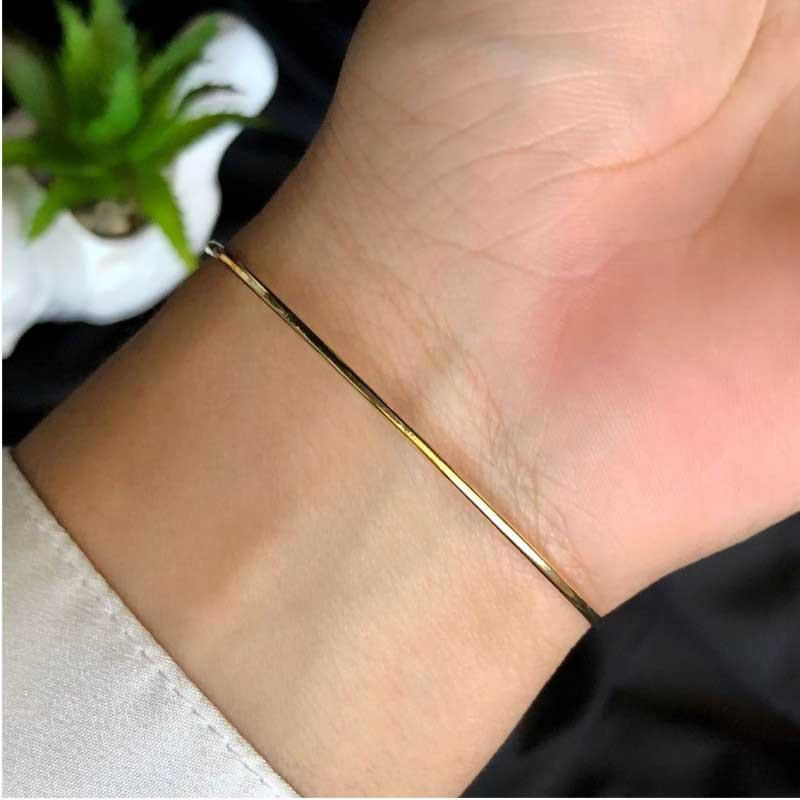 Bracelete Semijoia Tamanho Regulável Com Detalhes De Flor Cristal Nas Pontas Folheado A Ouro 18k