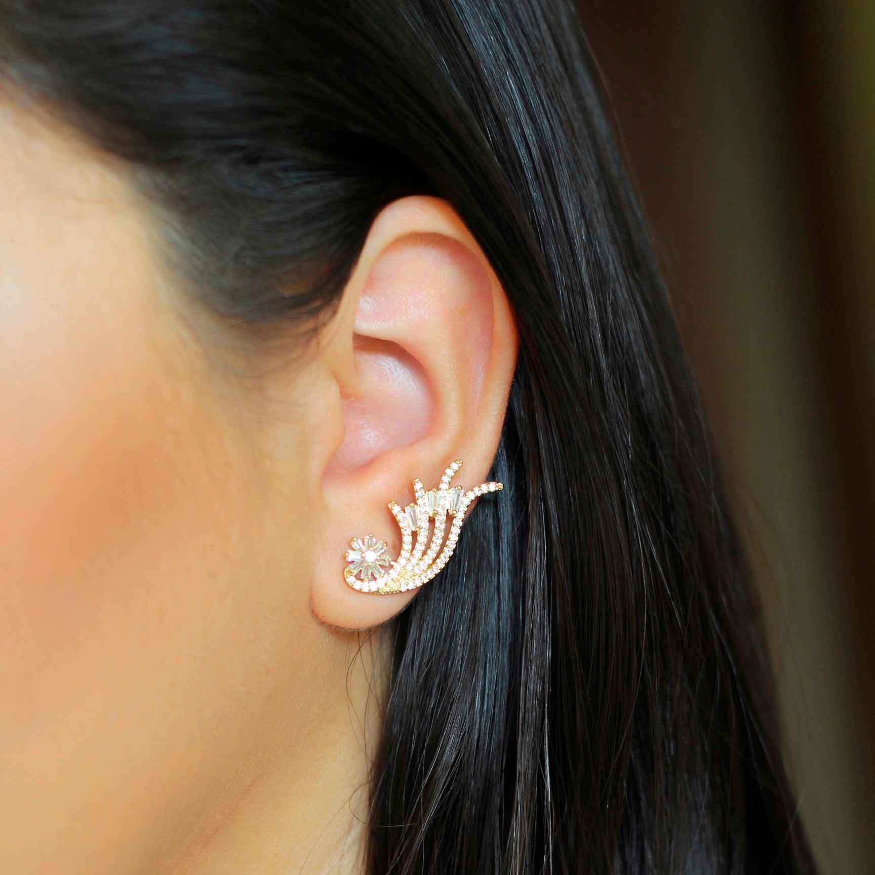Brinco Ear Cuff Asas com Detalhes em Zircônias Folheado a Ouro 18K