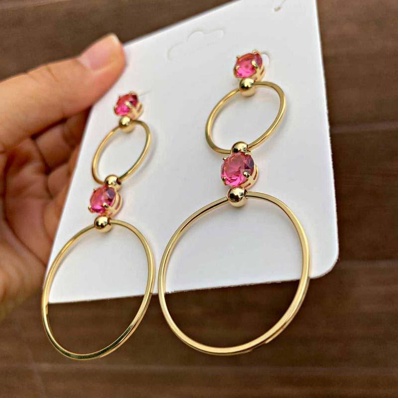 Brinco Semijoia Circulos Com Pedra Em Zircônia Rosa Claro Folheado A Ouro 18k