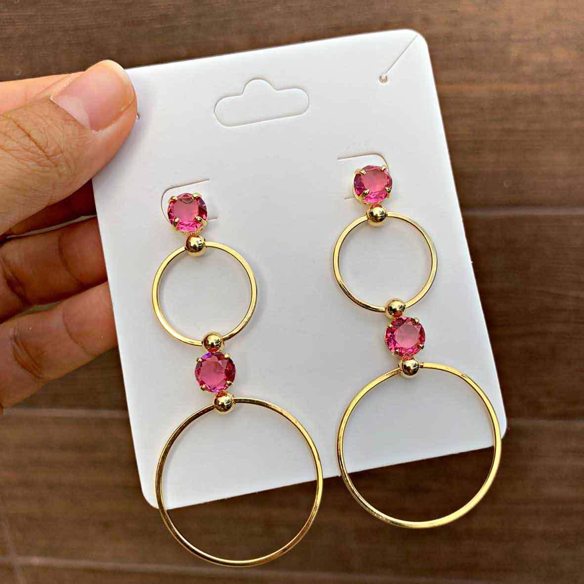 Brinco Semijoia Círculos Intercalados por Zircônias Rosa Claro Folheado a Ouro 18K