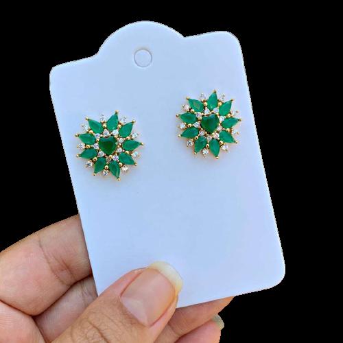 Brinco Semijoia Coração com Pétalas Gotas em Zircônias Verdes e Cristais Branco Folheado a Ouro 18K