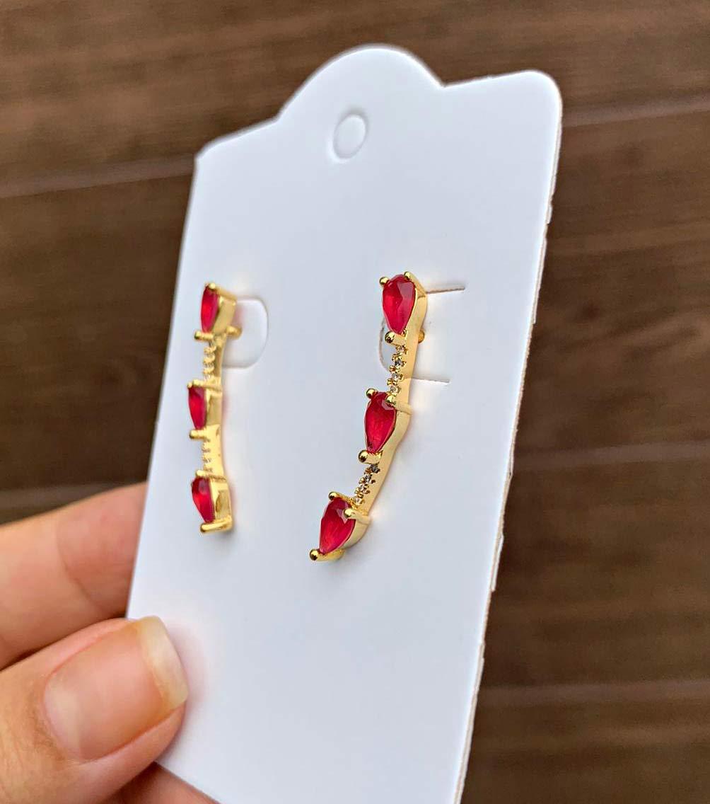 Brinco Semijoia Ear Cuff com Pedras Formato Gota Rosa Escuro Leitoso e Cristais Branco Folheado a Ouro 18K