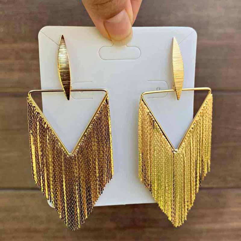 Brinco Semijoia Triangulo Vazado Com Franjas Folheado A Ouro 18k