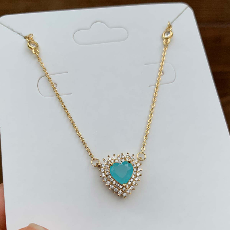 Colar Semijoia Com Pingente Coração Cravejado Com Zircônias Brancas E Pedra Azul Claro Leitoso Folheado A Ouro 18k
