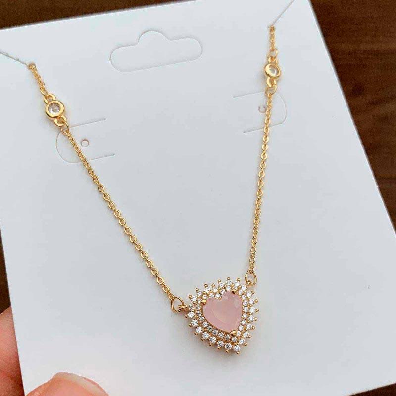 Colar Semijoia Com Pingente Coração Cravejado Com Zircônias Brancas E Pedra Rosa Claro Leitoso Folheado A Ouro 18k
