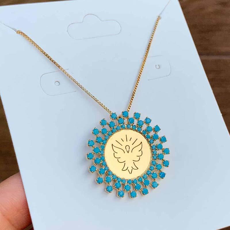 Colar Semijoia Mandala Espírito Santo Cravejado Com Pedra Azul Claro Leitoso Folheado A Ouro 18k