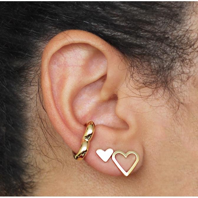 Piercing de pressão liso formato coração folheado em ouro 18k