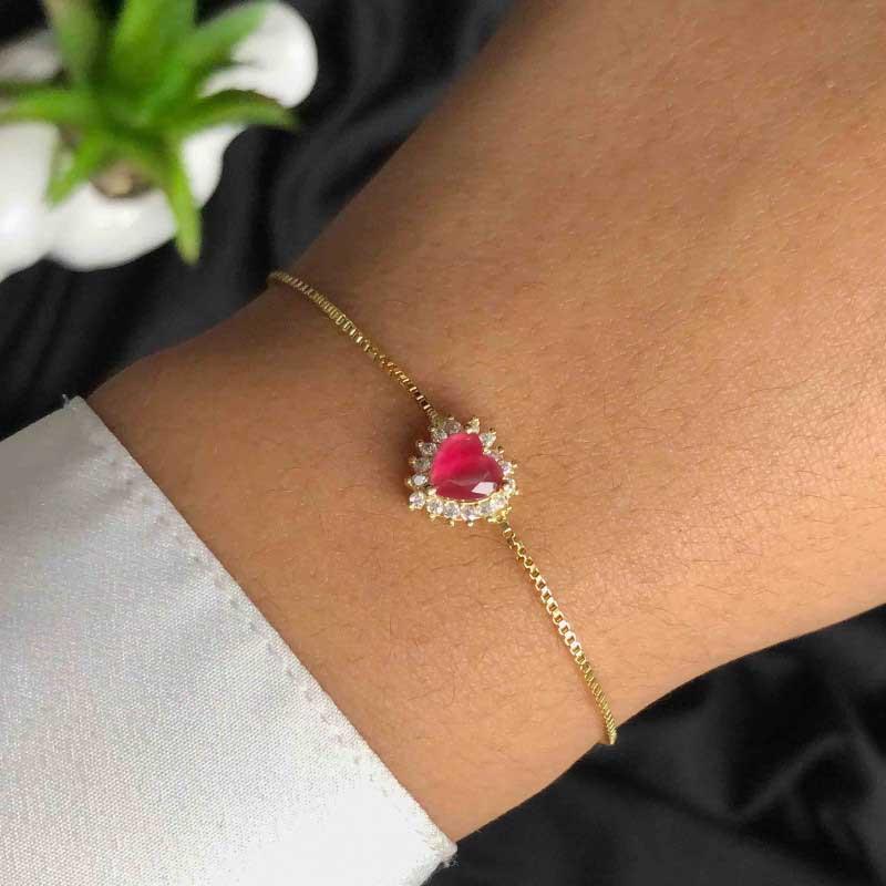Pulseira Semijoia Com Pingente De Coração Rosa Leitoso Com Detalhes Em Strass Folheada A Ouro 18k
