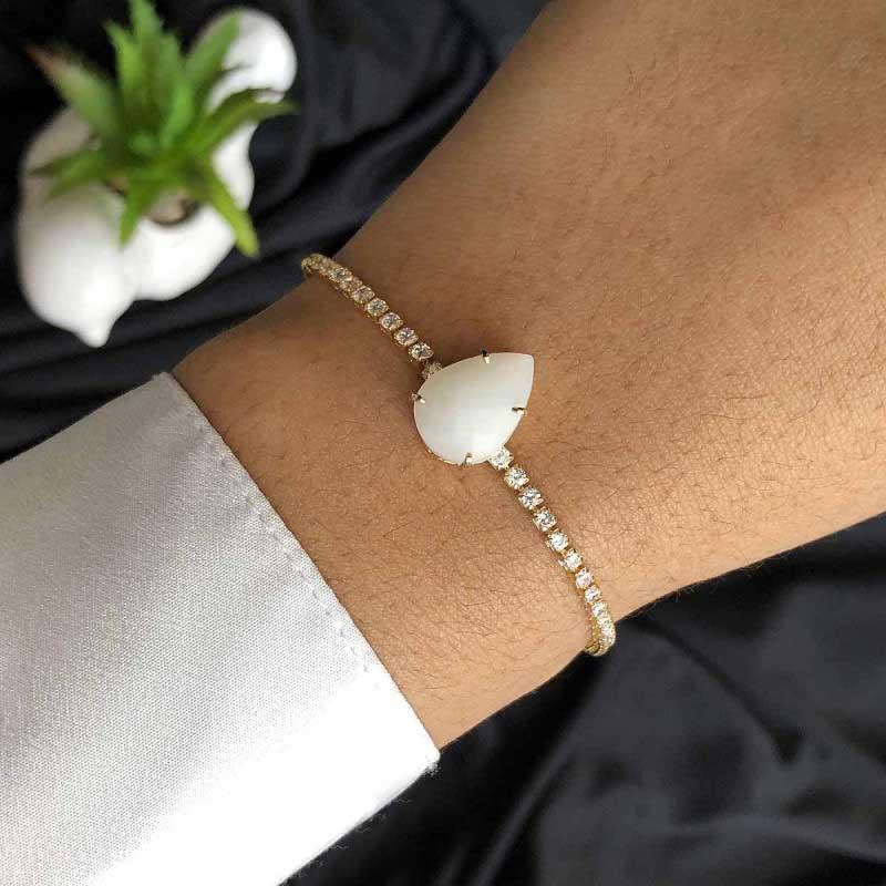 Pulseira Semijoia Regulável Riviera Com Pedra Unica Branca Leitosa E Cristais Branco Folheado A Ouro 18k