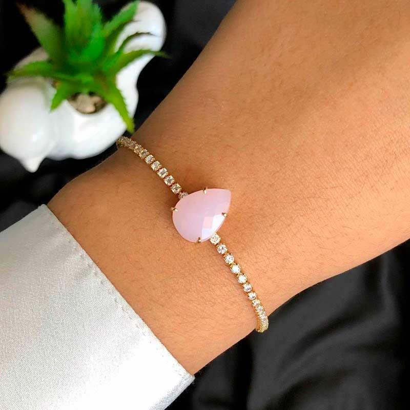 Pulseira Semijoia Regulável Riviera Com Pedra Unica Rosa Claro Leitoso E Cristais Branco Folheado A Ouro 18k