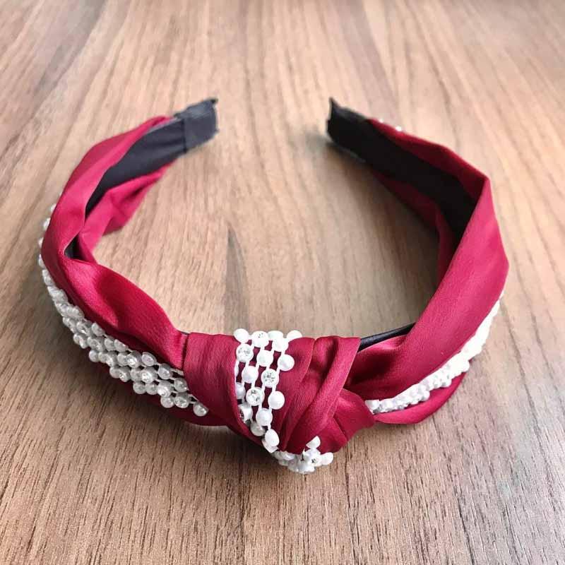 Tiara Turbante Nó Em Tecido Crepe Marsala Com Faixa De Aplicações Em Pérolas E Strass