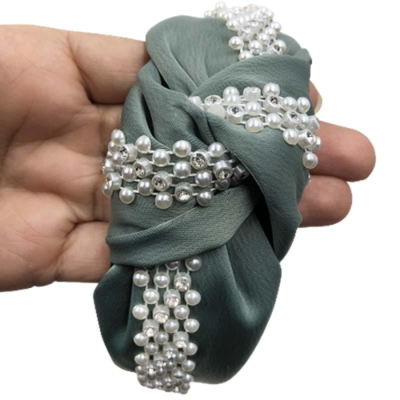 Tiara Turbante Nó Em Tecido Crepe Verde Com Faixa De Aplicações Em Pérolas E Strass