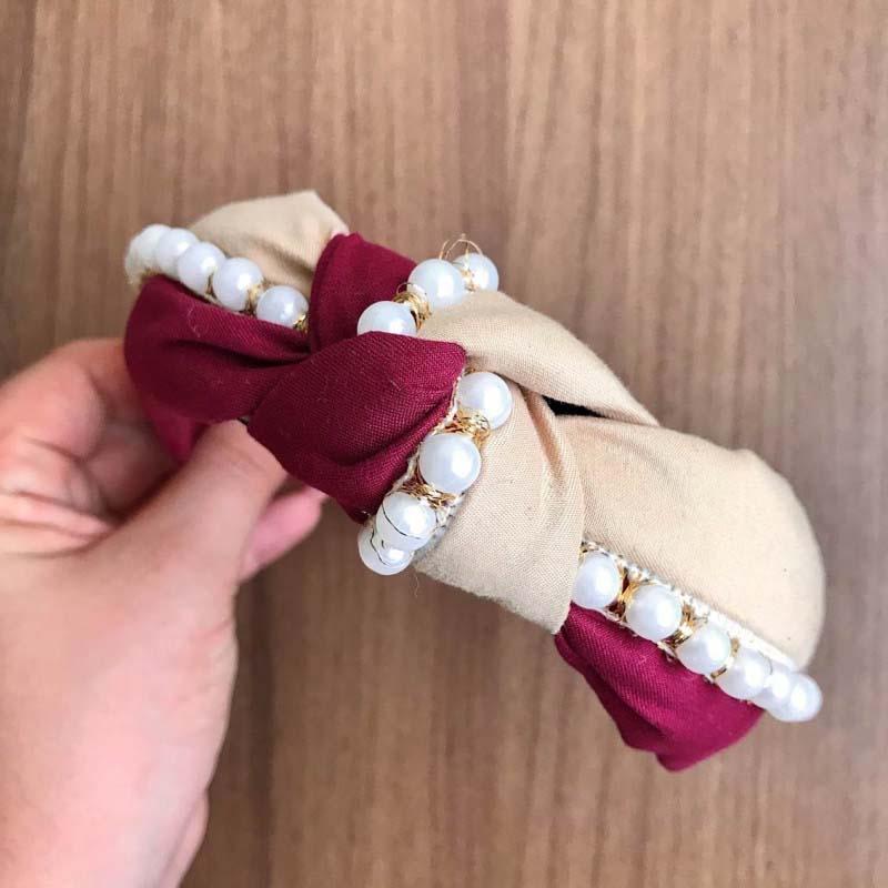 Tiara Turbante Nó Marsala E Creme Com Divisão De Cores Com Aplicações Em Pérolas