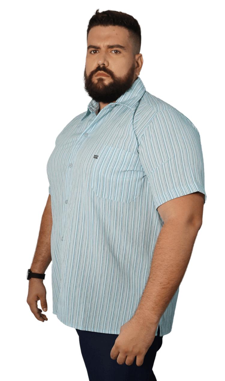 Camisa Colarinho Listras Verticais com Bolso Plus Size - Promoção