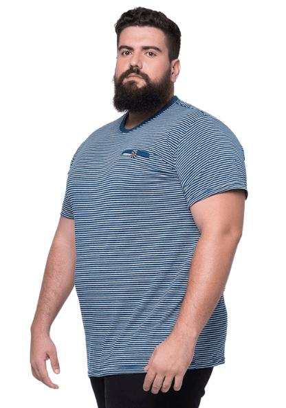 Camiseta Listrada com Bolso Falso Plus Size