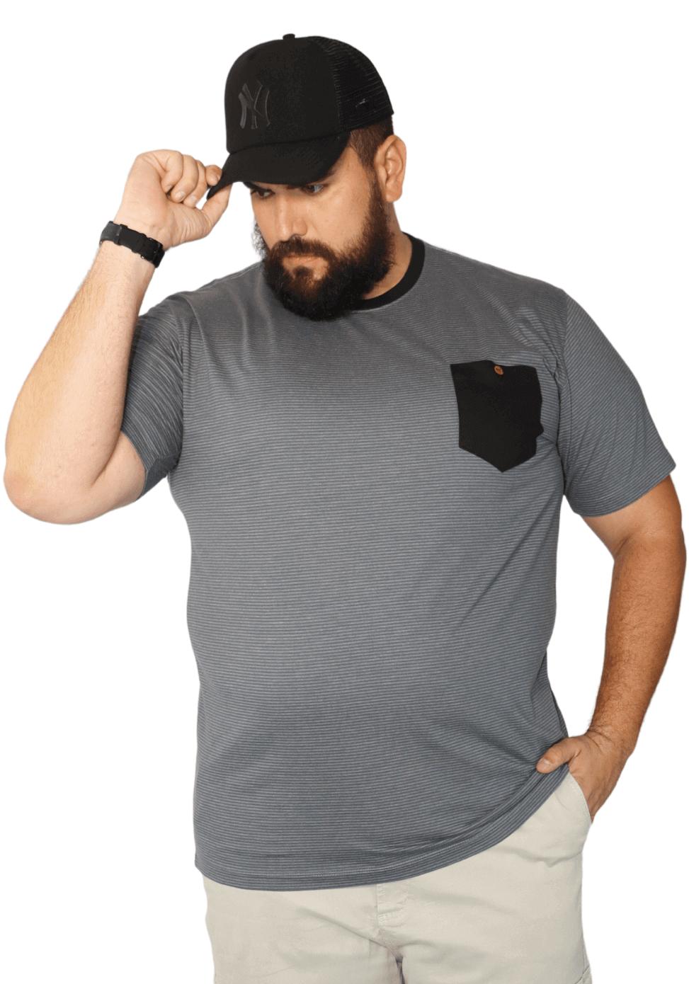 Camiseta Masculina Listrada com Bolso Plus Size