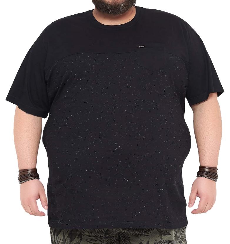 Camiseta Recorte Peito com Bolso Plus Size
