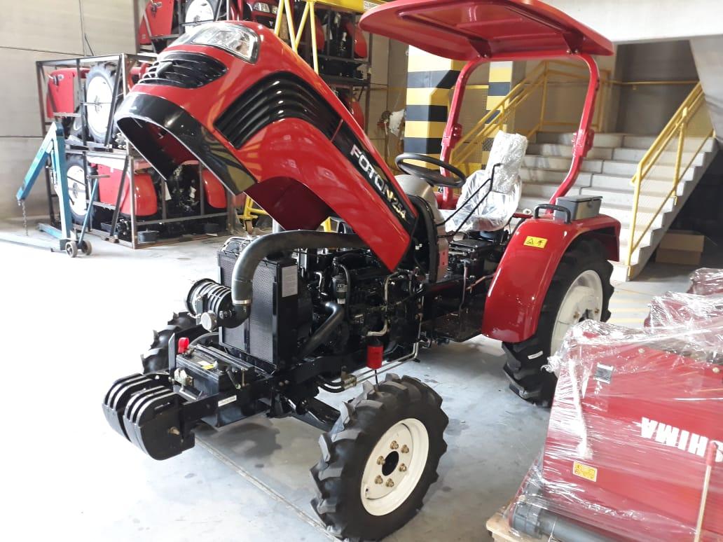 Trator Kawashima  4 x 4 Diesel 25HP com Direção Hidráulica e Tomada 540 e 1000 RPM