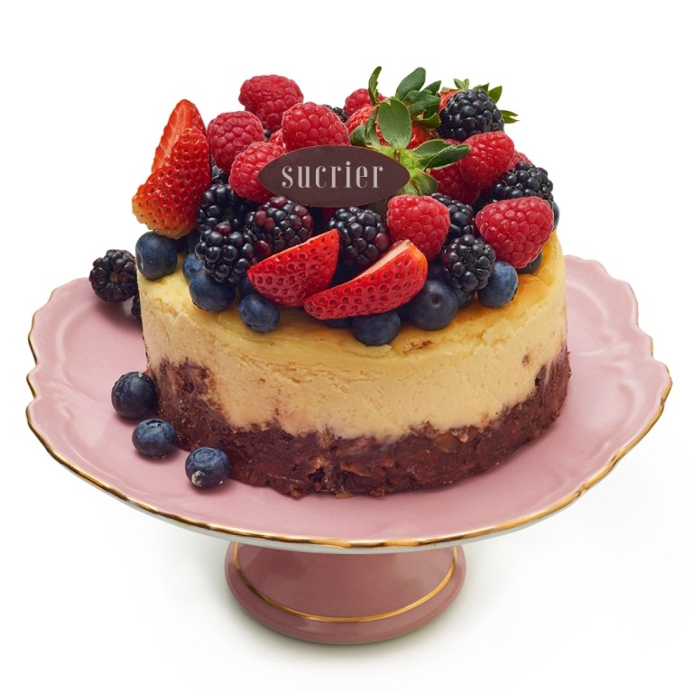 NEW YORK STYLE CHEESECAKE COM FRESH BERRIES
