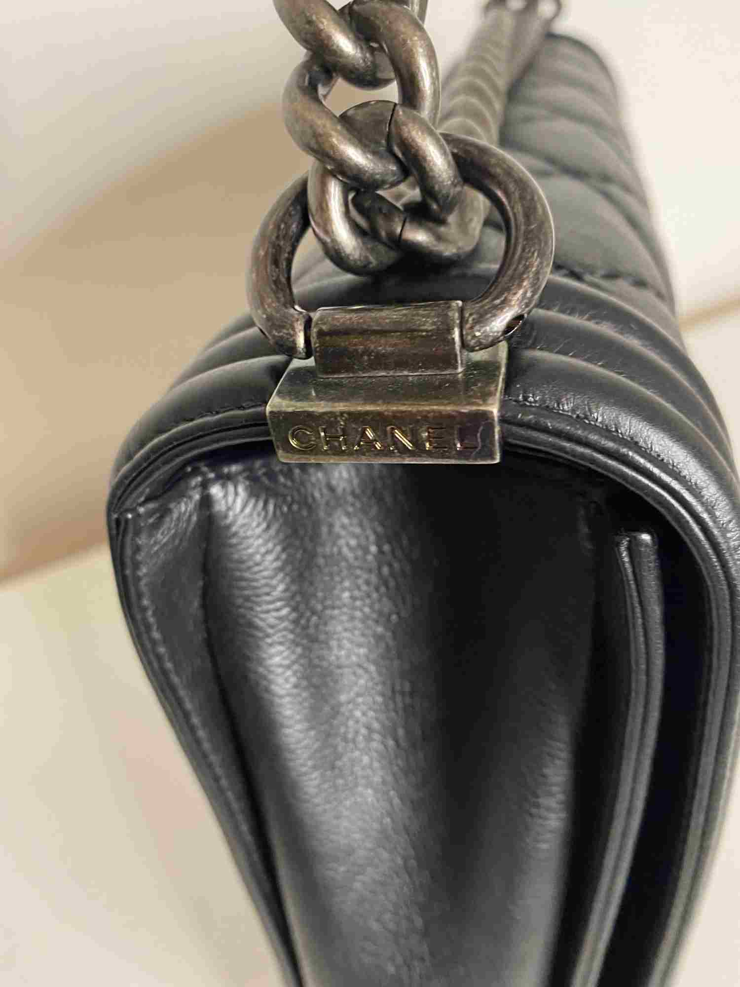 Bolsa Chanel Boy Lambskin Large Preta