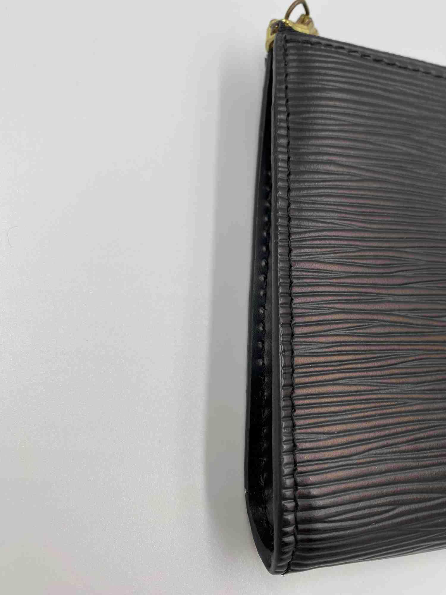 Bolsa Louis Vuitton Pochette Acessories Epi Preta