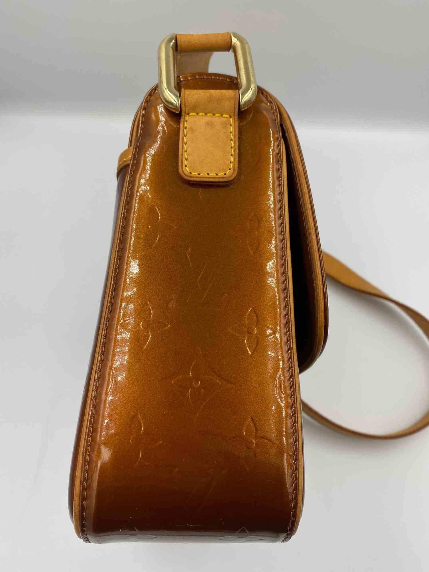 Bolsa Louis Vuitton Verniz Monograma Caramelo