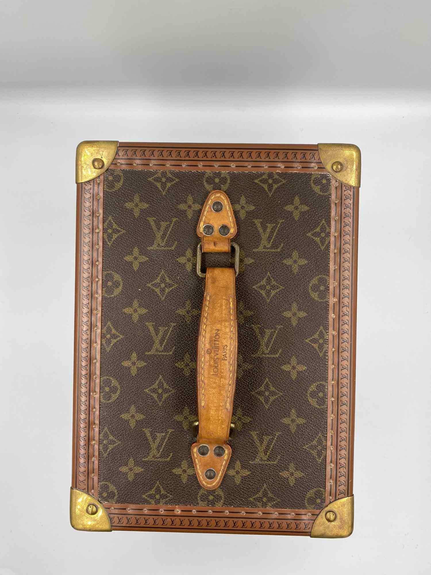 Frasqueira Louis Vuitton Monograma