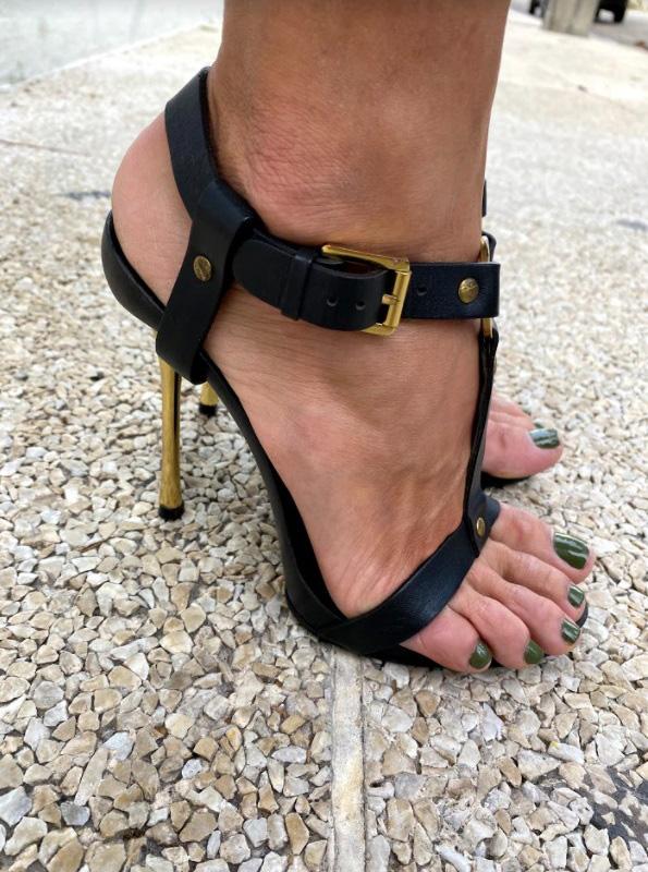Sandália Gucci Madeira e Couro Preta