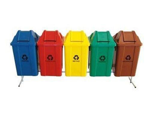 Conjunto para coleta seletiva com 05 cestos quadrados com tampa vai e vem 100 litros   - Reis Lixeiras